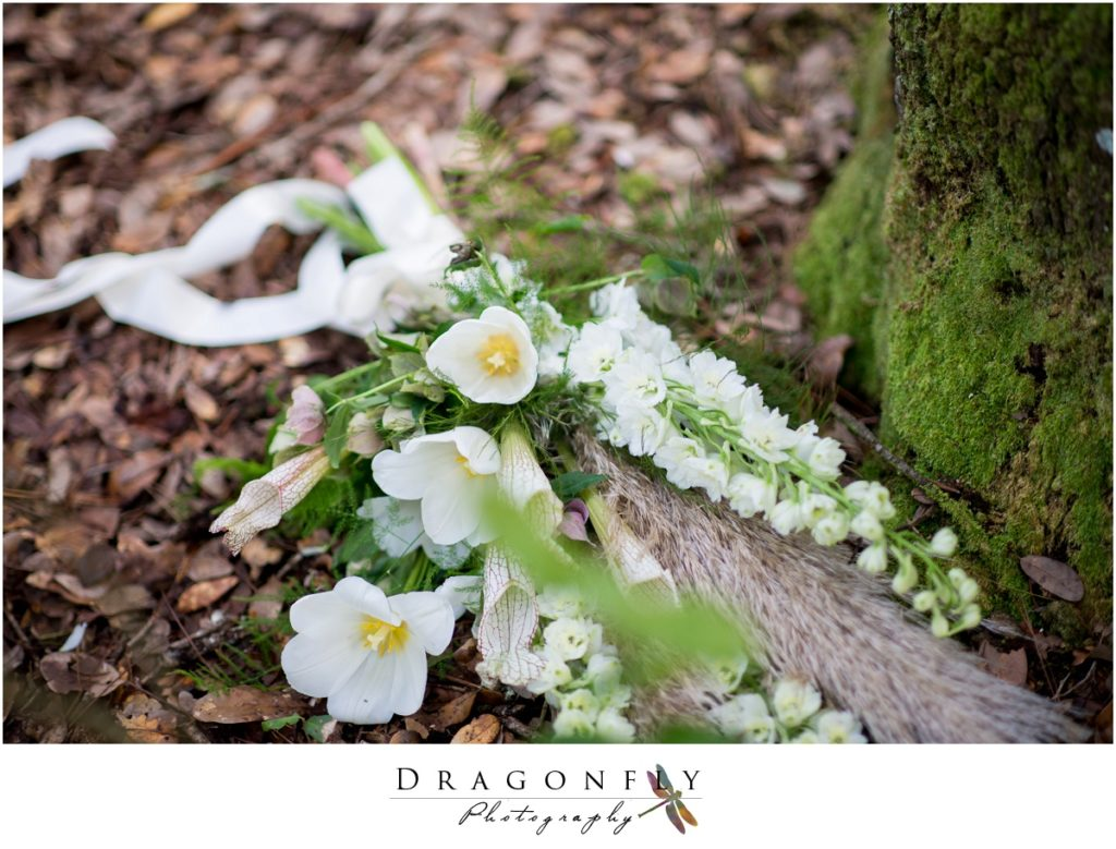 Dragonfly Photography Lifestyle Wedding and Portrait Photography Woods Wedding Dress and Details Insperation_0018